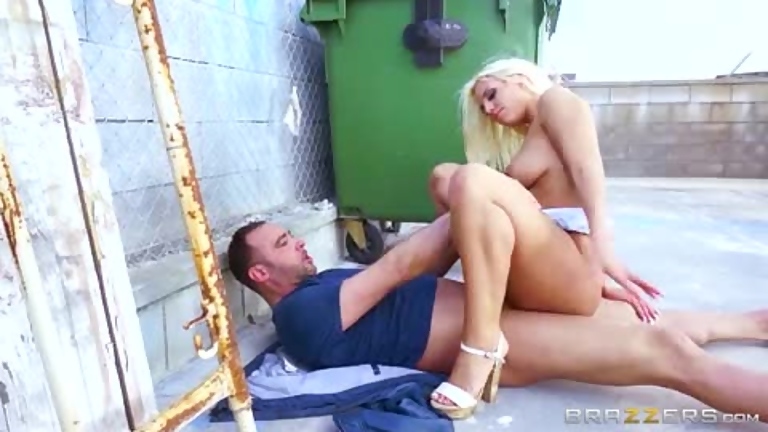 Blondie fesser tube