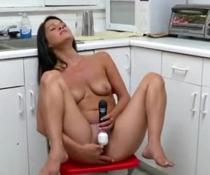 Attractive Southern Newbie Toys Her Swollen Clit